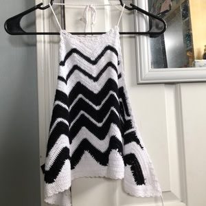 Crochet black and white crop top